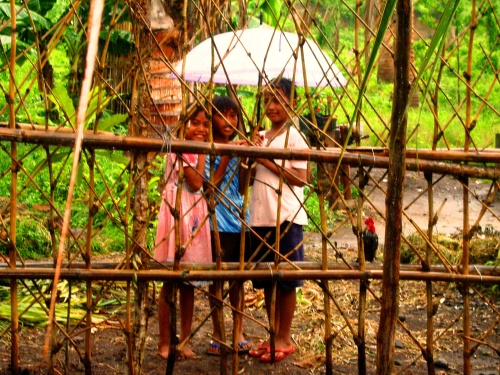 Imgp1639_-_kids_behind_wooden_fence_with_umbrella