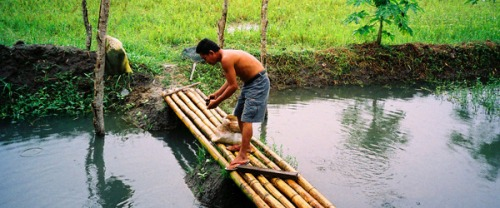 Philippines_man-in-river